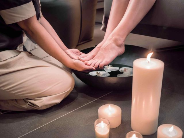 https://www.atmospherespa.gr/wp-content/uploads/2018/01/spa-foot-massage-640x480.jpg