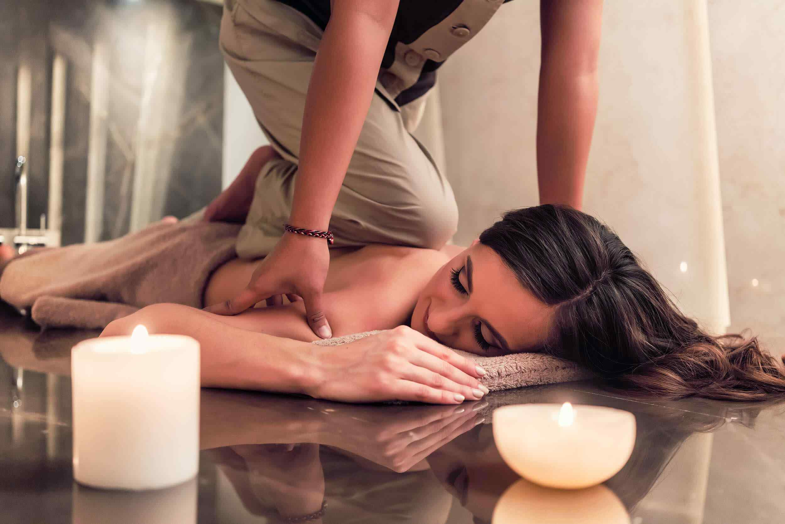 https://www.atmospherespa.gr/wp-content/uploads/2018/10/spa-massage-15.jpg