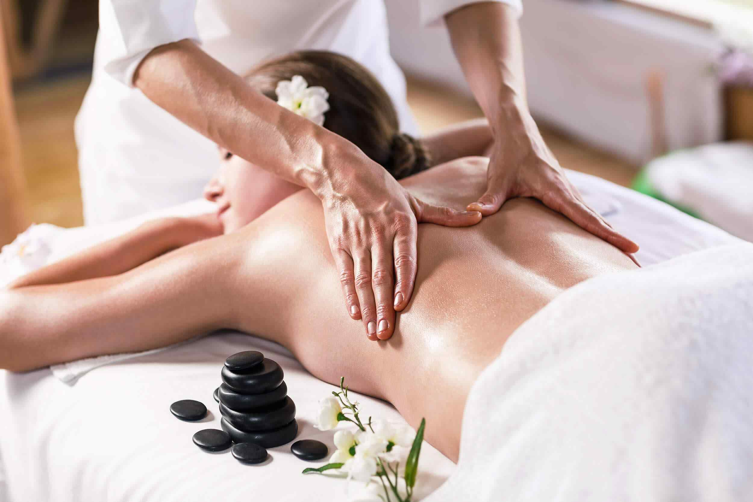 https://www.atmospherespa.gr/wp-content/uploads/2018/10/spa-massage-17.jpg