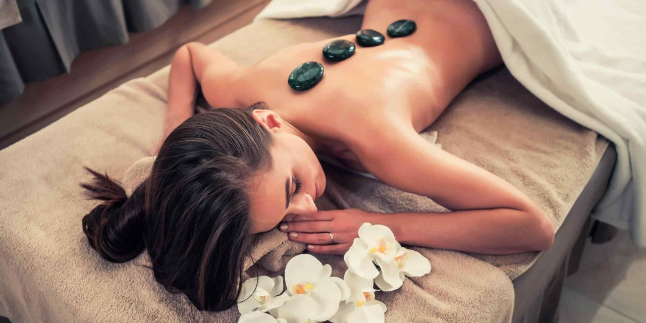 https://www.atmospherespa.gr/wp-content/uploads/2018/10/spa-stone-massage-3-1280x640.jpg