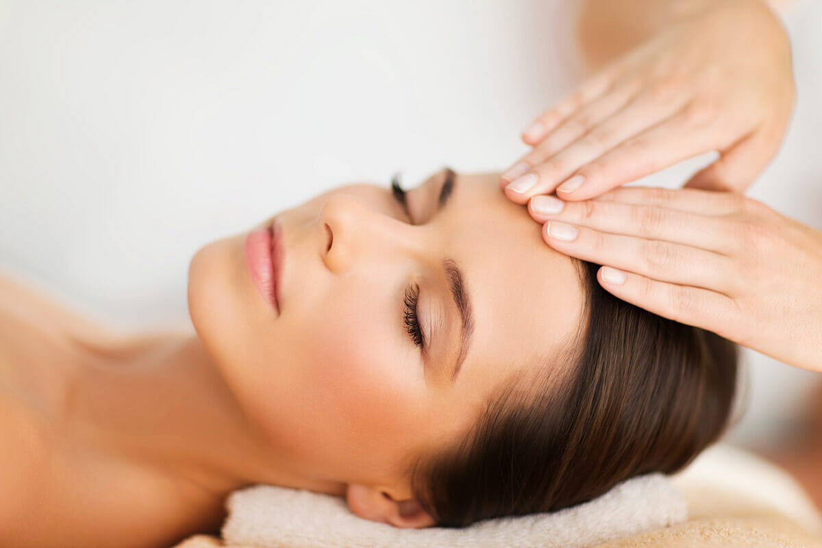 https://www.atmospherespa.gr/wp-content/uploads/2019/04/facial-massage.jpg